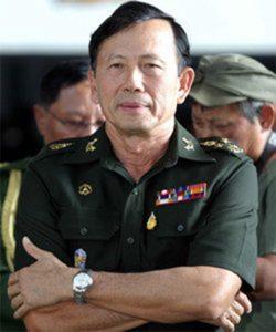 พลเอกบุญสร้าง  เนียมประดิษฐ์ อดีตผู้บัญชาการทหารสูงสุด ปัจจุบัน ดำรงตำแหน่งสมาชิกวุฒิสภา